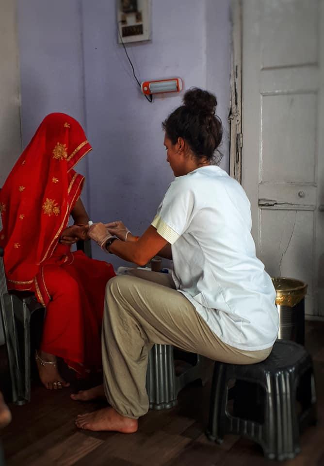 Dispensaire en Inde avec Lola infirmière du Free Spirit